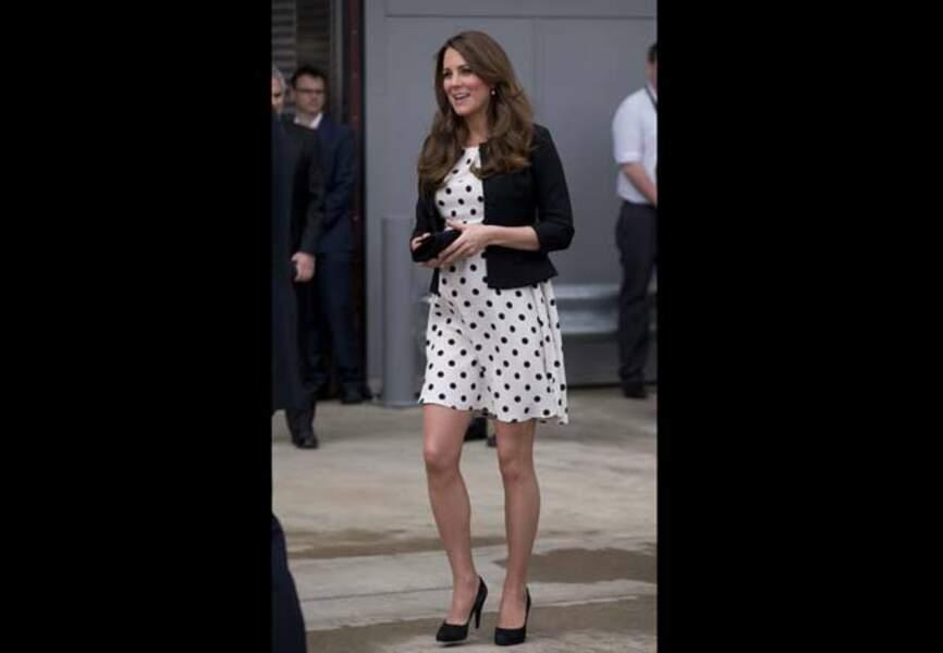 26 avril 2013 - Une robe veste noire Ralph Lauren et une robe à pois Topshop
