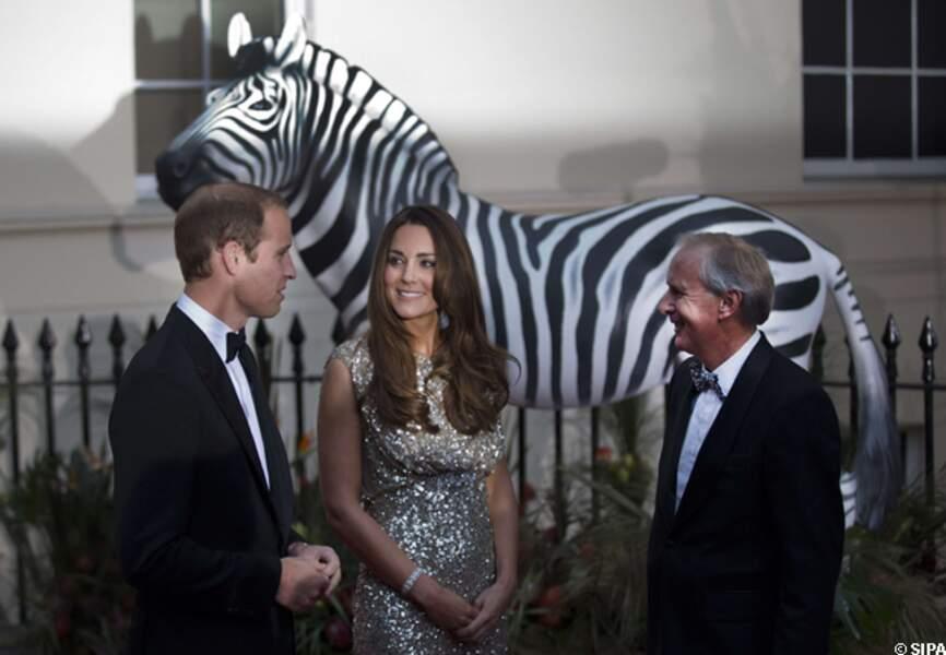 Kate et William en pleine discussion avec un invité de la cérémonie