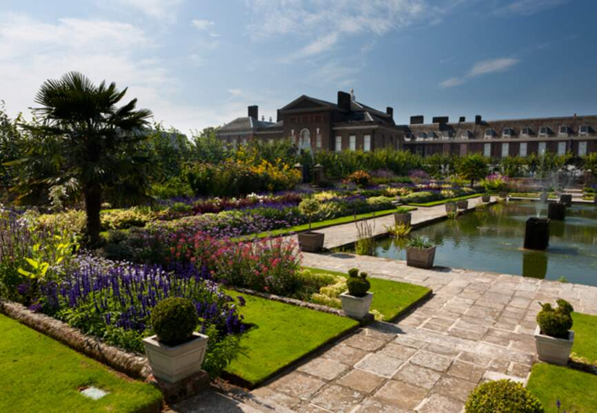 L'un des jardins dallés du palais, situé au coeur de Londres