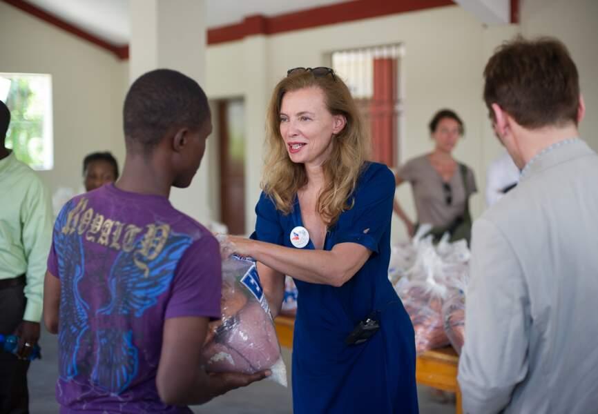 Marraine de l'opération, Valérie Trierweiler aide les jeunes adultes…