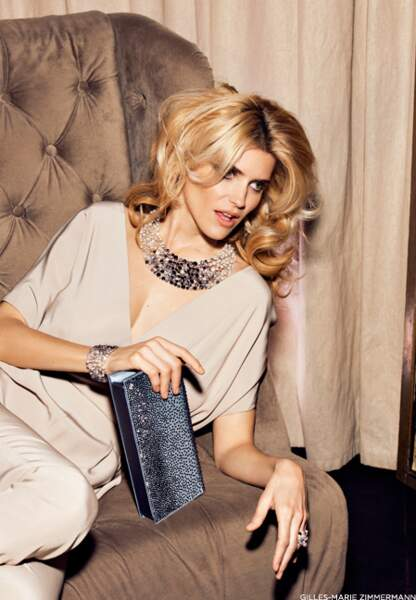Parure Chanel Joaillerie, combipantalon Azzaro, pochette Renaud Pellegrino