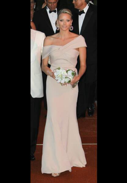Charlène alors Wittstock en Armani Privé au Bal de la Croix Rouge en 2010