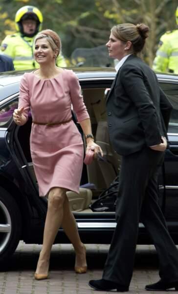 Une robe rose pastel pour la reine
