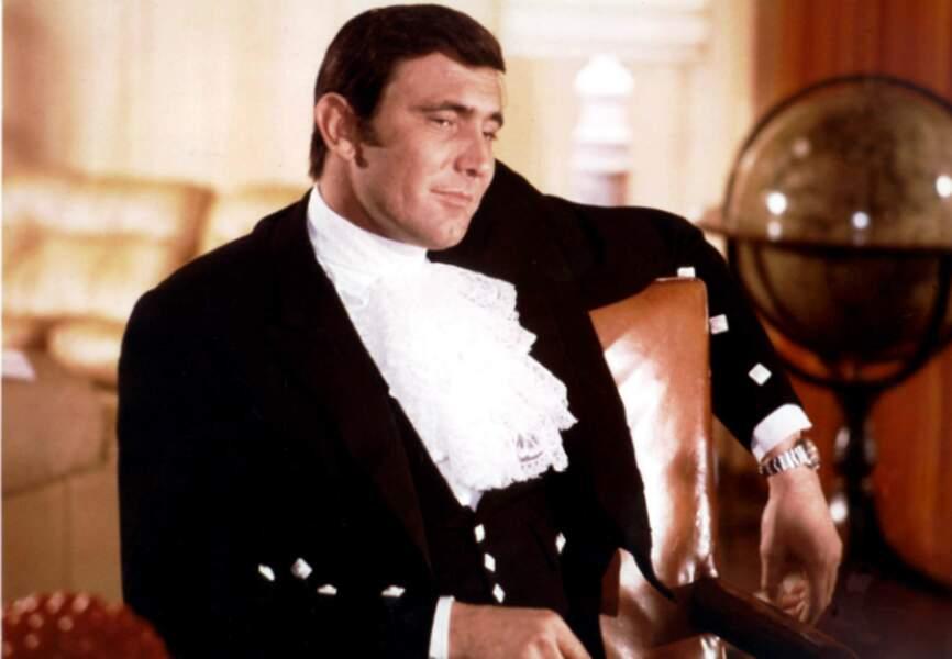 George Lazenby dans Au service secret de Sa Majesté (1969)