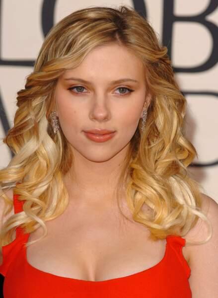 Longueurs wavy, la blonde américaine par excellence