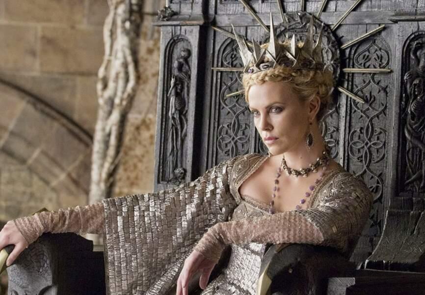 Charlize Theron alias Ravenna dans Blanche Neige et le chasseur de Rupert Sanders. (2012)