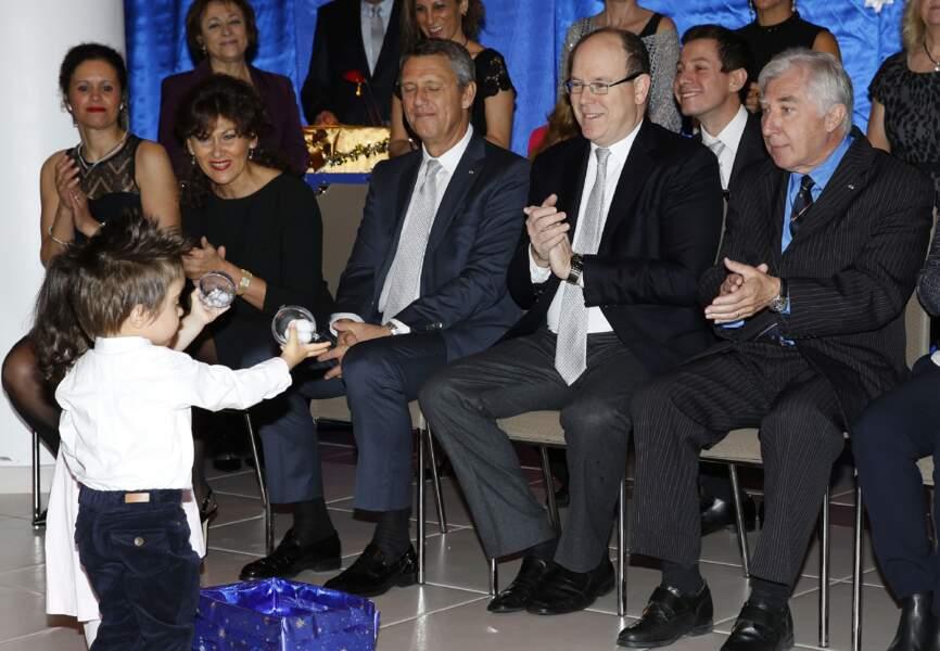 Le prince Albert est adoré par ses jeunes concitoyens