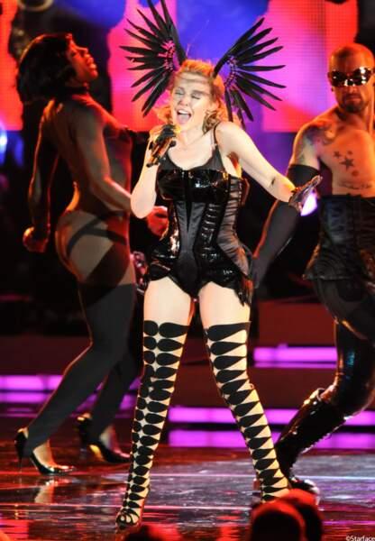 Concert à Hollywood Bowl dans une tenues des plus sexy