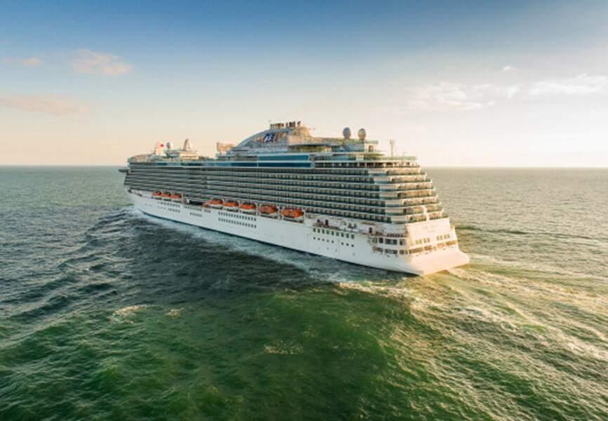 La construction du Royal Princess a commencé le 15 mars 2011 dans les chantiers navals de Gênes