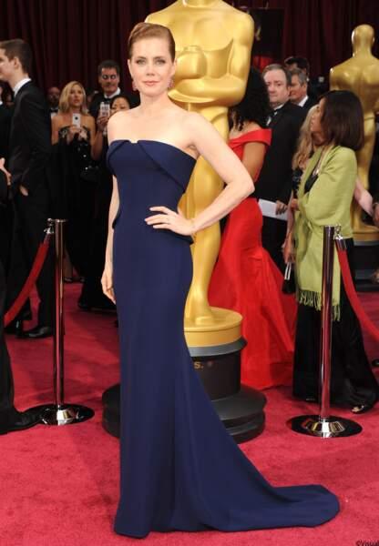 Le bleu était au rendez-vous dimanche soir à Hollywood. Amy Adams est en robe bustier Gucci