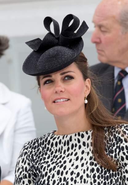 Bibi noir et robe à impressions dalmatien (Hobbs) pour l'épouse de William