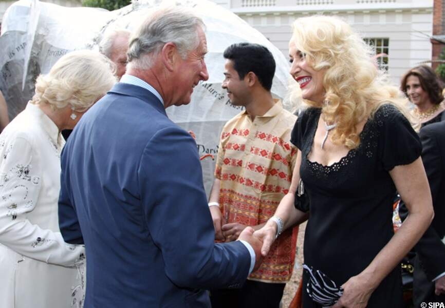 Le prince Charle salue Jerry Hall