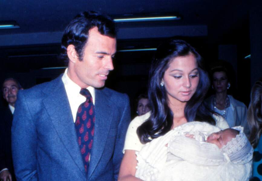 Julio Iglesias et Isabel Preysler accueillent leur second enfant Julio José en 1973