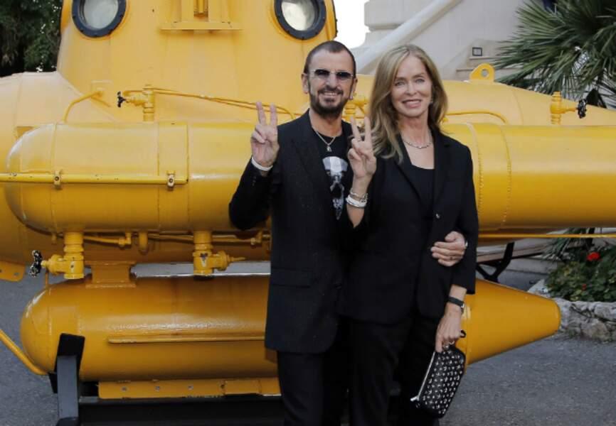 Ringo Starr avec sa femme Barbara Bach devant le sous-marin jaune du Musée Océanographique de Monaco