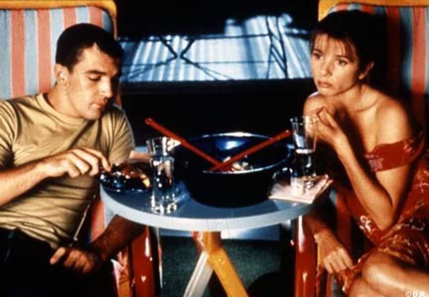 Antonio Banderas et Victoria Abril dans Attache-moi en 1989