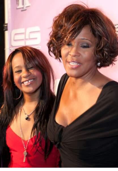 Mère et fille sur le tapis rouge quelques jours avant que l'on retrouve Whitney Houston inanimée dans son bain.