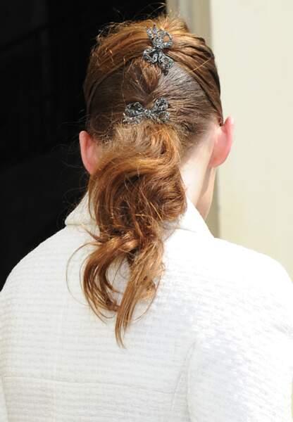 Des noeuds à ses cheveux