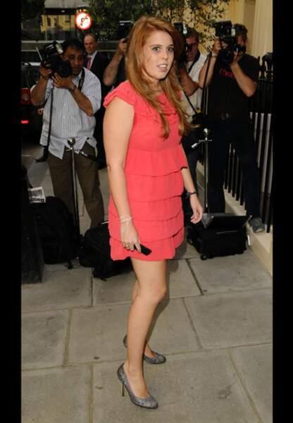 En juin 2006, la jolie rousse s'aime en mini-robe corail