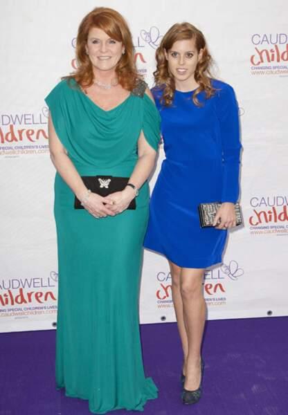 En mai 2012, Beatrice exhibe sa silhouette de sylphide quand Sarah Ferguson opte pour une robe fluide et oversize