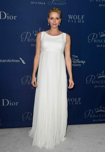 Pour les Princess Grace Awards 2014, la princesse souligne son ventre rond dans une silhouette Dior haute couture