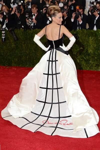 Sarah Jessica Parker, glamour rétro, en Oscar de la Renta
