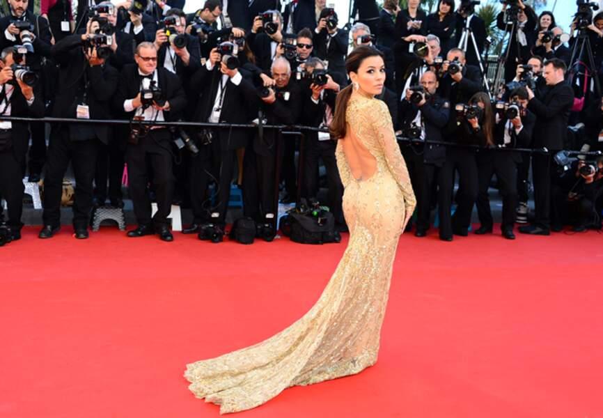 Eva Longoria prend la pose pour les photographes lors du festival de Cannes