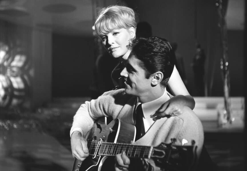 1966, moment d'intimité musicale entre Distel et la chanteuse et actrice britannique Petula Clark
