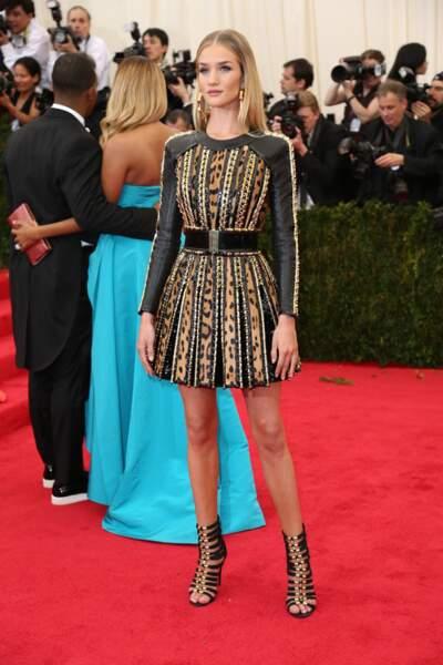Rosie Huntington-Whiteley, amazone glamour en Balmain