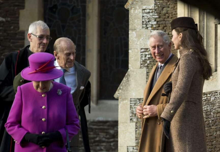 Elisabeth 2, Charles et Kate sortent de l'église