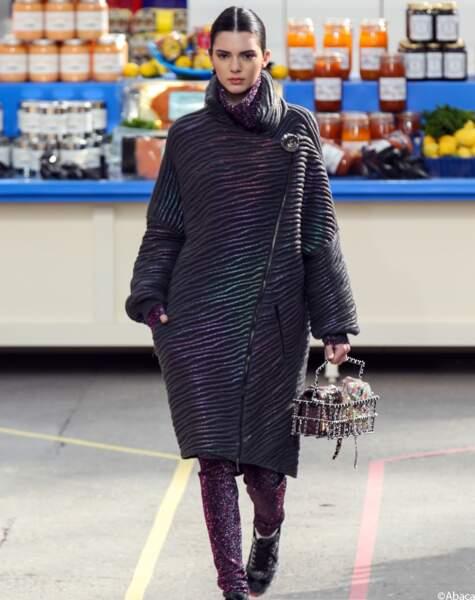 Kendall Jenner fait ses courses au défilé Chanel de la Fashion Week