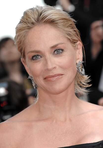 Sharon Stone radieuse sur le tapis rouge de Cannes en 2009
