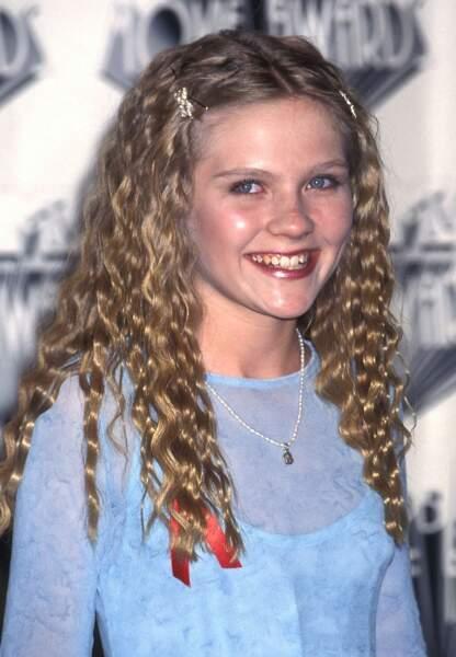 Frisettes girly pour Kirsten Dunst en 1995