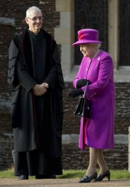 La reine mère à la sortie de l'église