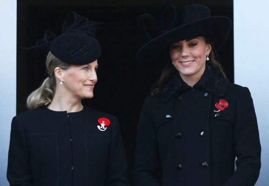 Navy complice avec la duchesse de Cambridge, en novembre 2011