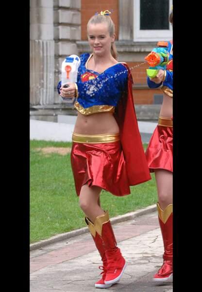 En 2009 Cressida a un rôle de 'superwoman' dans une série télé britannique. Collector.
