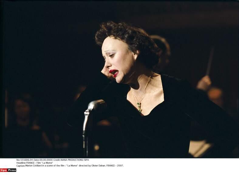 2008, Marion Cotillard est Edith Piaf dans La Môme