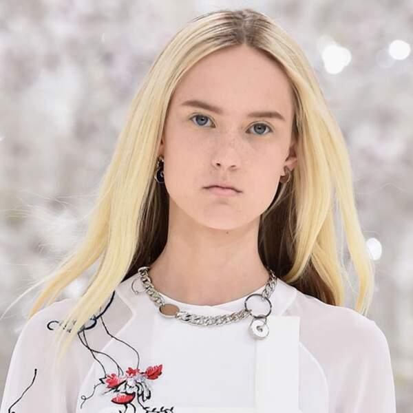 Cheveux raides de rigueur chez Christian Dior