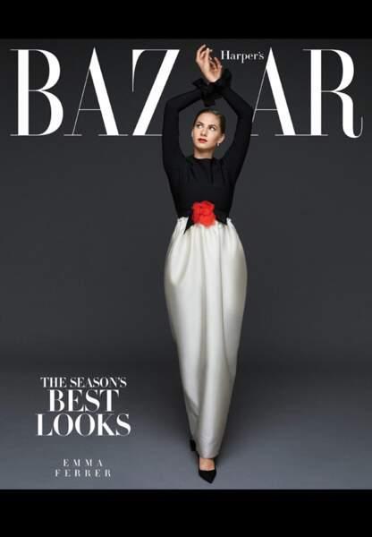 Lovée dans sa robe Lanvin bicolore, la ressemblance avec Audrey Hepburn est troublante