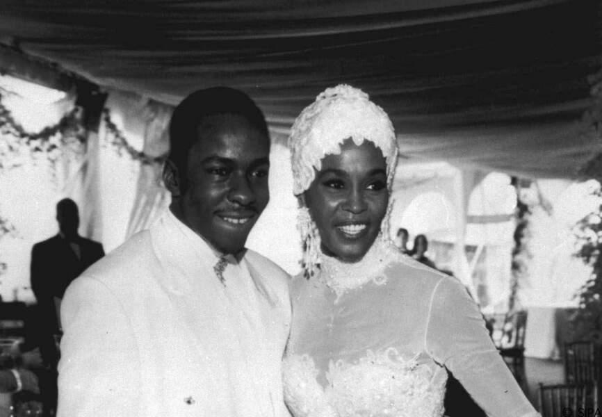 Après trois ans de romance, Whitney Houston et Bobbi Brownse marient en 1992. Un an plus tard naît Bobbi Kristina.