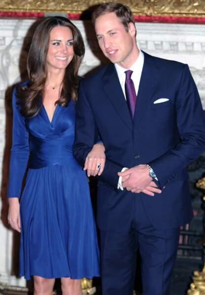 Après huit ans d'idylle, le couple annonce ses fiançailles le 16 novembre 2010