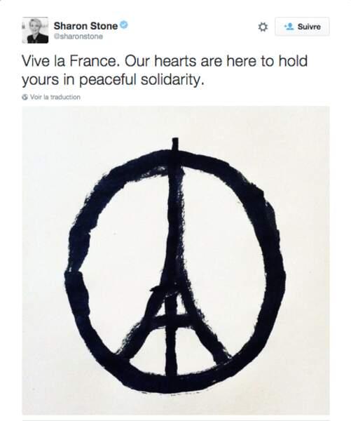 Sharon Stone reprend le symbole de Paris suite aux fusillades