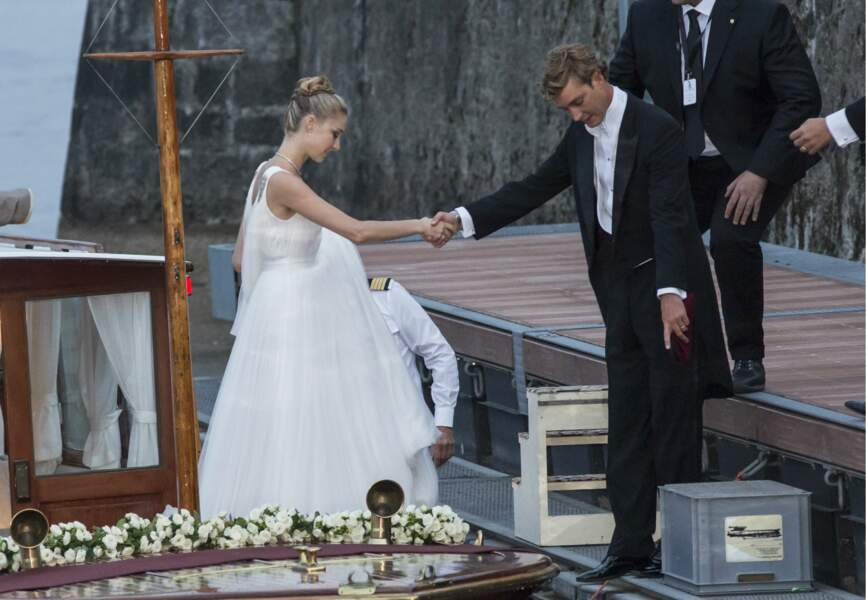 Giorgio Armani avait aussi dessiné la robe blanche que la mariée portait pour la fête