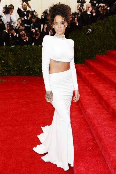 Rihanna, resplendissante et sexy en Stella McCartney