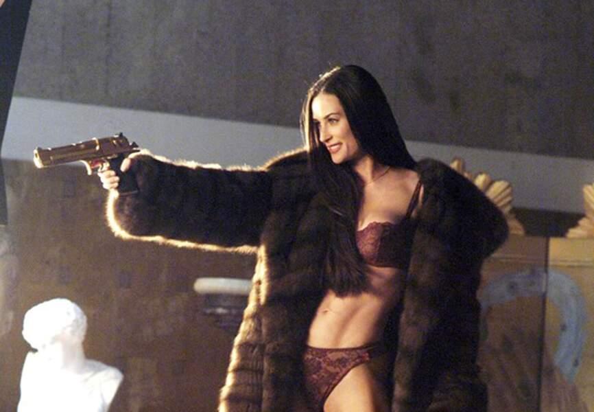 Demi Moore, ange déchu et sanguinaire dans Charlie et ses drôles de dames : les anges se déchaînent. (2003)