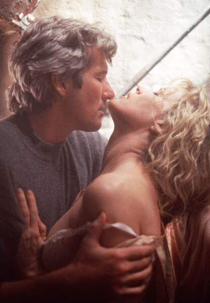 Couple sensuel avec la bouillonnante Kim Basinger dans Sang chaud pour meurtre de sang froid en 1992