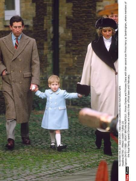 Harry avec ses parents à Sandringham, en 1988
