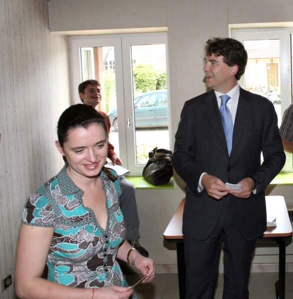 Arnaud Montebourg et Hortense de Labriffe  dans un bureau de vote en 2007