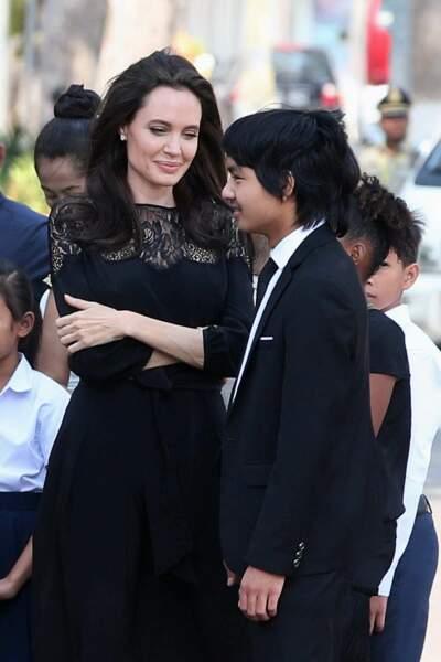Elle a adopté Maddox au Cambodge en 2002.