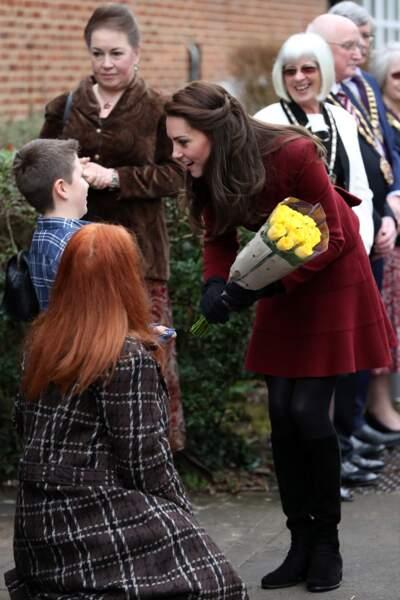 Kate Middleton rend visite aux bénévoles et membres d'un centre pour enfants et adolescents déficients mentaux