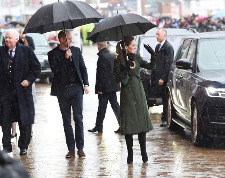 Kate Middleton et le prince William accueillis par la pluie